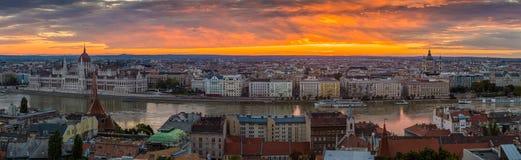 Budapest, Hungría - opinión panorámica del horizonte de Budapest con la más theBudapest, Hungría - opinión panorámica del horizon Fotos de archivo