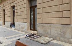 Budapest, Hungria - 17 de abril de 2018: o lugar onde o desabrigados vivem imagens de stock