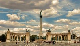 BUDAPEST, HUNGRIA - 27 de junho de 2017: Monumento do milênio em heróis imagem de stock royalty free