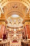 BUDAPEST, HUNGRIA - 30 DE OUTUBRO DE 2015: A basílica de St Stephen em detalhes do interior de Budapest altar Fotos de Stock Royalty Free