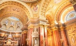 BUDAPEST, HUNGRIA - 30 DE OUTUBRO DE 2015: A basílica de St Stephen em detalhes do interior de Budapest Elementos do teto Fotos de Stock Royalty Free