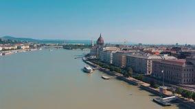Budapest, Hungria - em maio de 2019: Ideia aérea do zangão do centro histórico da cidade de Budapest com arquitetura bonita filme