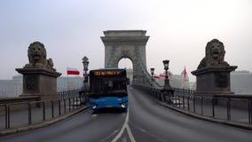 Budapest, Hungria - 11 11 2018: Vista bonita da ponte de corrente sobre o Danúbio em Budapest filme