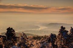 Budapest i vintermorgonmist med Danube River, Ungern Fotografering för Bildbyråer