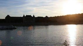 Budapest il Danubio Tramonto, penombra Architettura dell'Ungheria, vecchie case, vie e vicinanza archivi video