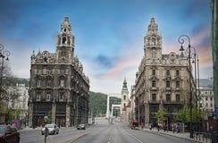 Budapest kopplar samman byggnader Royaltyfria Bilder
