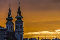 Budapest kyrkliga torn i aftonrodnad Fotografering för Bildbyråer