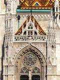 Budapest Matthias Church, detalj av en ingång royaltyfri foto