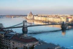 Budapest med parlamentet, den Chain bron och Margaret Island Arkivbilder