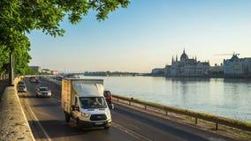 Budapest miasta ulica z widokiem Danube rzeka w Węgry timelapse 4K zbiory
