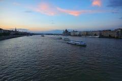 Budapest miasto i Danube rzeka przy zmierzchem Zdjęcie Stock