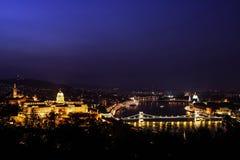 Budapest na noite - paisagem - opinião de Budapest fotografia de stock