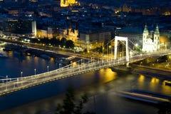 Budapest nachts Stockfoto