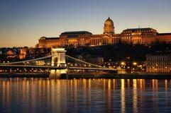 Budapest nachts lizenzfreie stockbilder