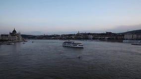 Budapest od mostu przy półmrokiem zbiory