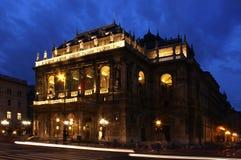 Budapest operahus på skymning Royaltyfri Bild