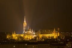 Budapest på natten - bastion för fiskare` s Arkivbild