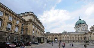Budapest pałac królewskiego wewnętrzni lwy Podwórzowi obrazy royalty free
