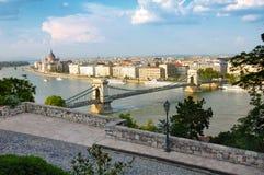 Budapest panorama och den berömda Chain bron Arkivbild