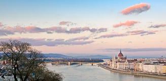 Budapest panorama på Donauen Fotografering för Bildbyråer
