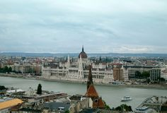 Budapest panorama på en molnig dag Arkivbild
