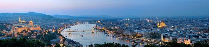 Budapest panorama på skymning Arkivfoton