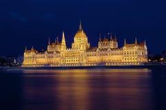 Budapest Parlament en la noche Imagenes de archivo