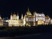 Budapest - Parlament nachts lizenzfreies stockbild