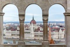 Budapest parlament widzieć od Fishermans bastionu obraz stock