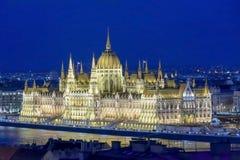 Budapest parlamentbyggnad på skymning i Ungern arkivfoto
