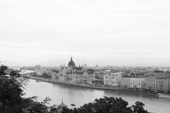 Budapest-Parlaments-Gebäude auf der Donau Stockfoto