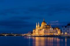 Budapest parlamentu budynek w błękitnej godzinie, długi ujawnienie strzał obraz royalty free