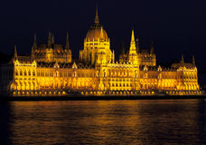 Budapest parliament. By night with a Danube river in front Royalty Free Stock Photos