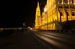 Budapest pejzaż miejski przy nocą z Węgierskim parlamentem Beauti Obraz Royalty Free