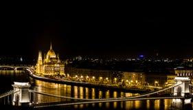 Budapest por la noche, el parlamento Imagen de archivo