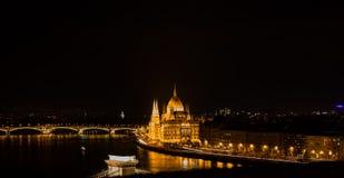Budapest por la noche, el parlamento de Hundarian Imágenes de archivo libres de regalías