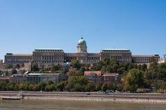 Budapest Royal Palace, Hintergrund des blauen Himmels an einem Sommertag Stockfoto