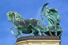 Budapest - Rzeźba kobieta na rydwanie zdjęcia stock