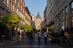 Budapest sikt av basilikan av St Stephen royaltyfri foto