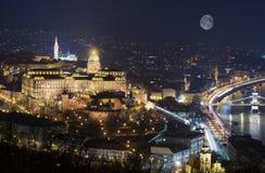 Budapest slott på natten Royaltyfria Foton
