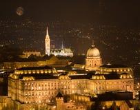 Budapest slott på natten Arkivbilder