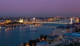 Budapest solnedgång fotografering för bildbyråer