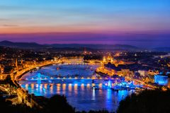 Budapest-Stadt an der blauen Stunde lizenzfreies stockbild