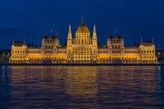 budapest tät nattparlament upp arkivbild