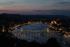 Budapest, tramonto dell'orizzonte dell'Ungheria e crepuscolo Fotografia Stock