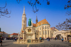 BUDAPEST, UNGARN - 6. April: Matthias Church und das Monument t Stockbild
