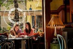 BUDAPEST, UNGARN - AVRIL 20, 2016: Theate Puder, der Bistros und der Bar Stockbild
