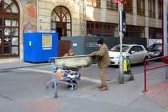 BUDAPEST, UNGARN - 21. DEZEMBER 2017: Obdachloser auf der Straße Lizenzfreies Stockbild