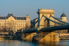 Budapest, Ungarn, am 19. Februar 2019 - Ansicht über Hängebrücke über der Donau lizenzfreie stockbilder