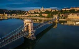 Budapest, Ungarn - Luftpanoramablick von Szechenyi-Hängebrücke mit Buda Castle Royal Palace Stockfoto